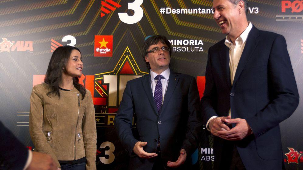 Foto: Inés Arimadas, Carles Puigdemont y Xavier García Albiol. (EFE/Quique García)