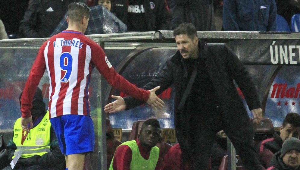 Foto: Simeone y Fernando Torres, en una imagen de archivo. (EFE)