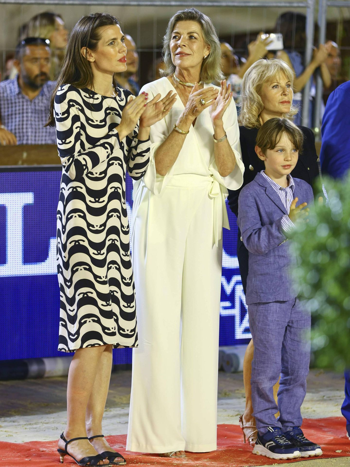 Carolina de Mónaco, junto a su hija Carlota y su nieto Raphaël Elmaleh en la hípica. (CP)