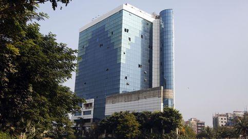 Bangladesh derriba un rascacielos del 'lobby' textil, símbolo de corrupción