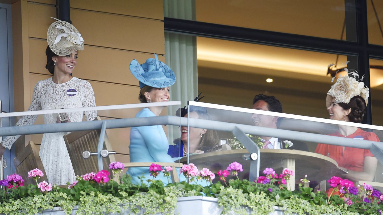 Mary, Sophie de Wessex y Kate Middleton, en Ascot en 2016. (Reuters)