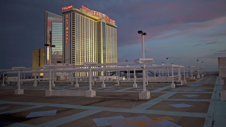 Foto: El Casino Taj Mahal de Donald Trump visto desde un aparcamiento vacío en Atlantic City, en octubre de 2014. (Reuters)
