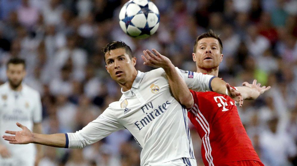 Foto: Cristiano y Xabi Alonso, en un partido de Liga de Campeones. (EFE)