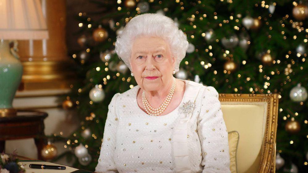 Foto: La reina Isabel II en una imagen de su mensaje navideño. (Gtres)