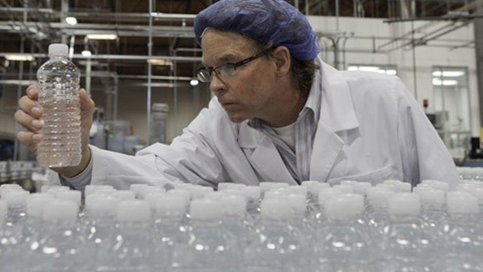 Beber en botellas de plástico puede producir migrañas por el bisfenol A