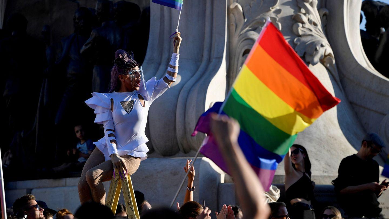 Protesta en Budapest contra la ley que prohíbe abordar la homosexualidad en los colegios (EFE)