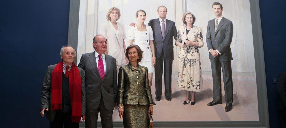 Foto: Los Reyes eméritos descubren su retrato, obra de Antonio López
