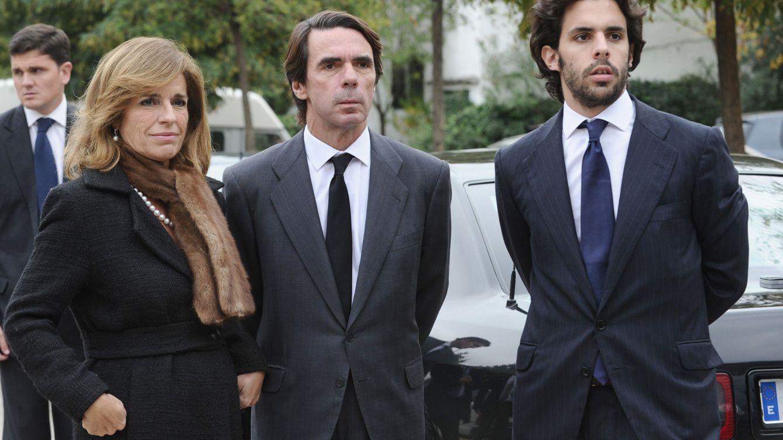 Foto: José María Aznar y Ana Botella con su hijo Alonso (Gtres)