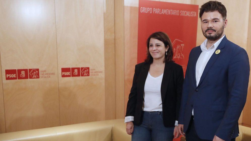Foto: Adriana Lastra y Gabriel Rufián antes de una de las reuniones negociadoras para la investidura del pasado mes de julio. (EFE)