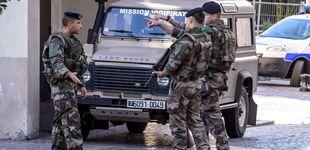 Post de Un coche intenta atropellar a un grupo de militares en Francia y se da a la fuga