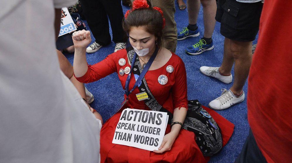 Foto: Una simpatizante de Bernie Sanders durante la Convención Nacional Demócrata, en Filadelfia, Pennsylvania. (Reuters)