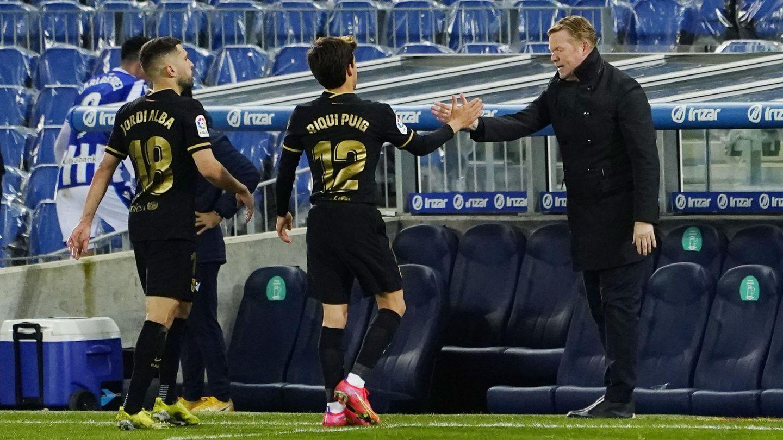 Koeman felicita a sus futbolistas tras el triunfo en San Sebastián. (Reuters)