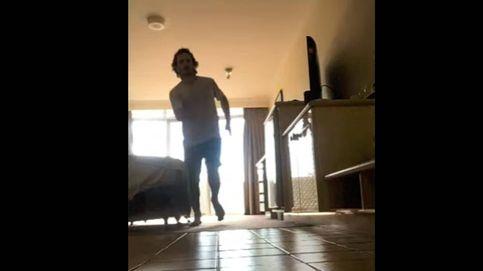 Un runner se hace una maratón confinado en su habitación de hotel