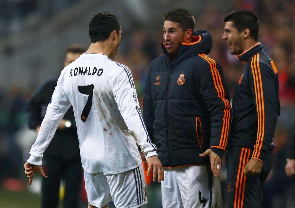 Foto: Cristiano se acerca a Ramos para celebrar uno de los goles marcados en Múnich (Reuters)
