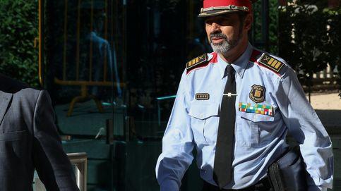 Trapero, recibido con aplausos a su llegada a la sede central de los Mossos