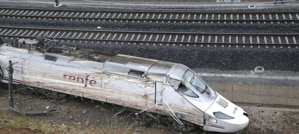 Foto: El tren Alvia que descarriló en las inmediaciones de Santiago de Compostela