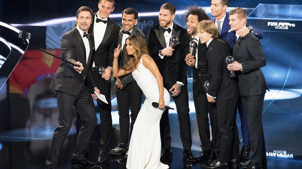 Foto: Los jugadores del XI ideal, sin los ausentes barcelonistas (EFE)