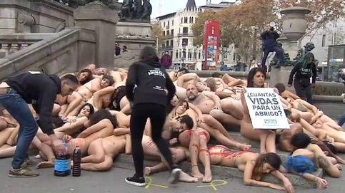Desnudos en Barcelona en protesta contra el uso de pieles
