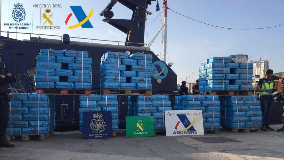 Foto: Imagen de varias toneladas de hachís interceptadas por el Servicio de Vigilancia Aduanera. (EFE)