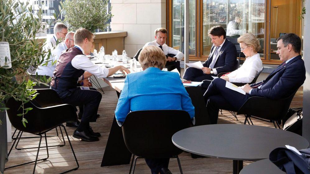 Foto: El presidente del Gobierno, Pedro Sánchez, junto a Ursula von der Leyen, Giuseppe Conte, Emmanuel Macron y Angela Merkel, entre otros. (EFE)