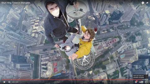 Un 'selfie' para matarse: la foto de tres chicos desde una torre de 384 metros en China