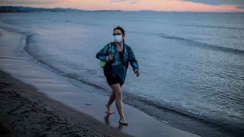 Moncloa, pendiente de un informe científico para la apertura de piscinas y playas