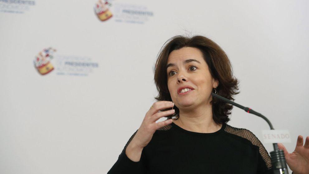 Soraya ironiza sobre la ausencia de Puigdemont: Leí que se reengancharía