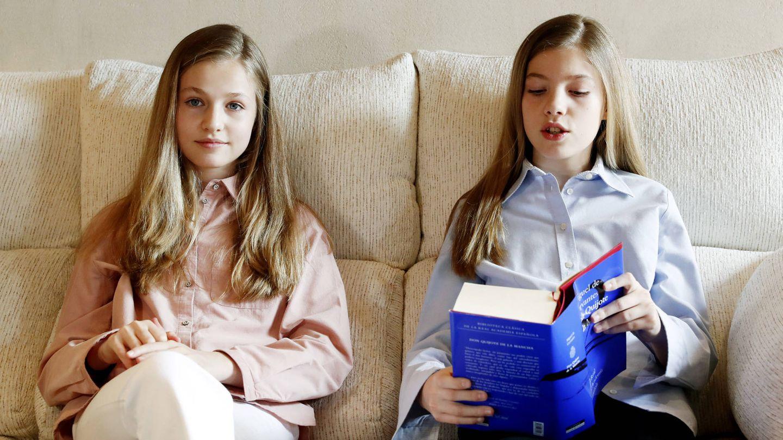 Leonor y Sofía, durante la lectura. (CR)