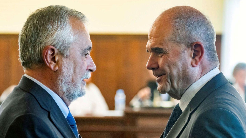 Los expresidentes de la Junta de Andalucía Manuel Chaves y José Antonio Griñán. (EFE)