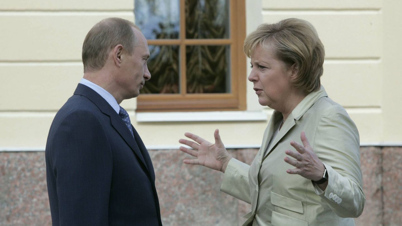 Putin y Merkel, en el G8 de 2006. (Getty)