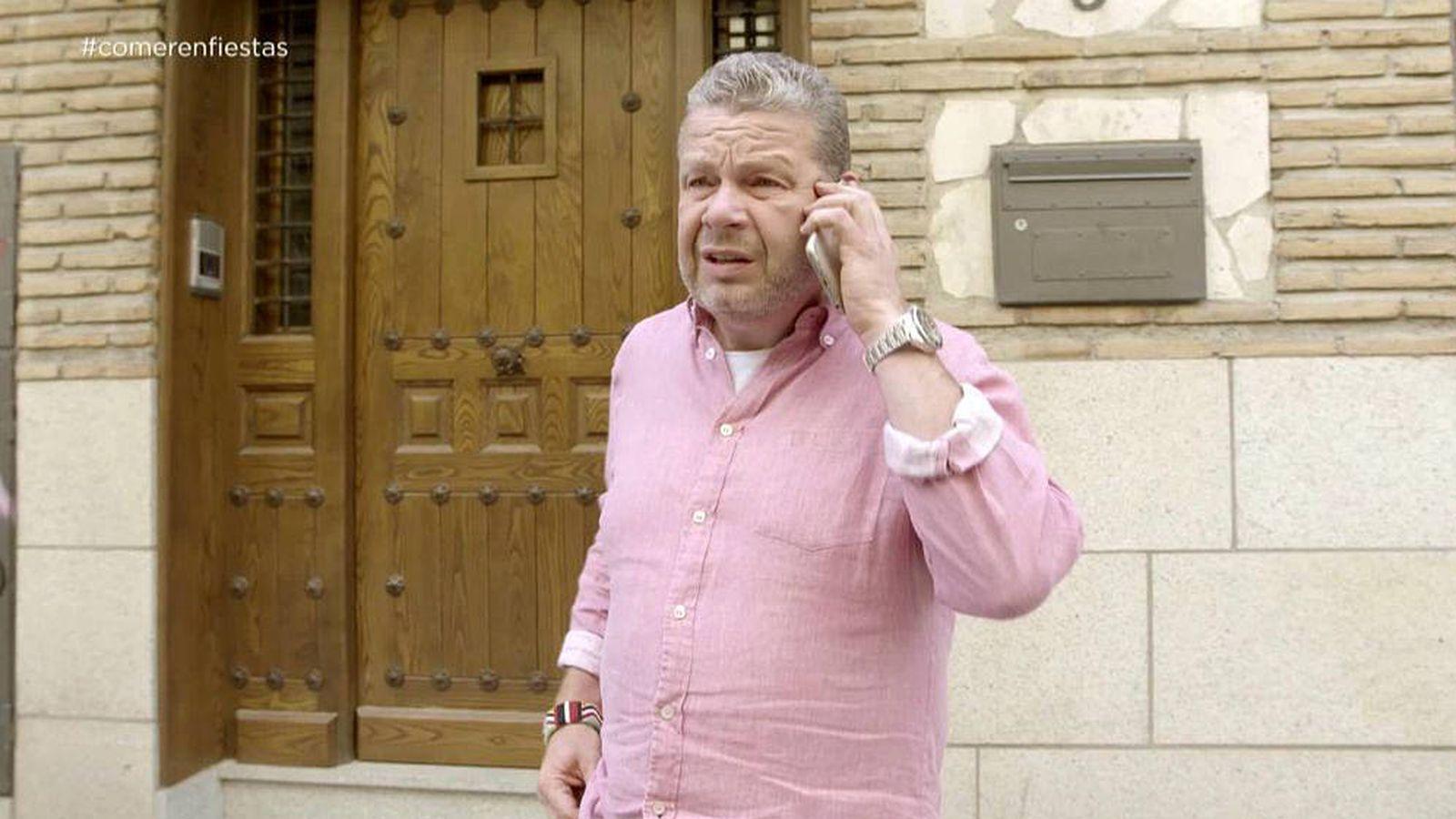 Foto: Alberto Chicote habla por teléfono con Enrique Hernández. (Atresmedia)