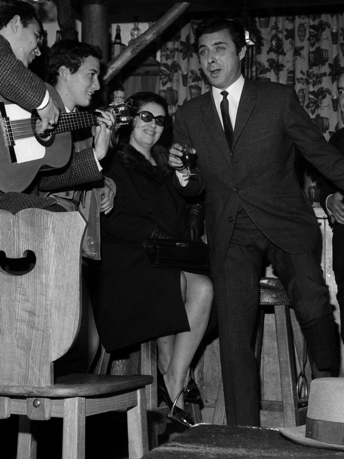 Enrique Vargas, en una actuación entre amigos en los años 60. (EFE)