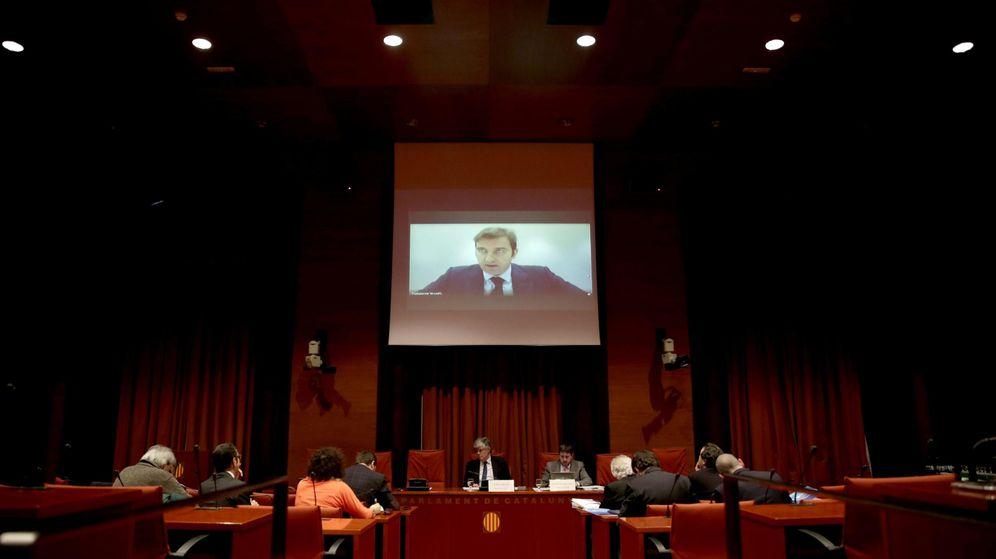 Foto: El expresidente de Spanair, Ferran Soriano, durante su comparecencia por videoconferencia en la comisión del parlamento catalán. (Efe)