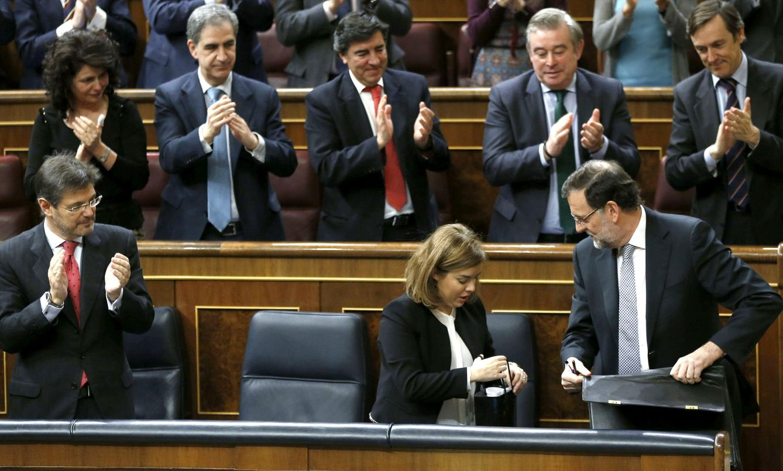 Foto: La bancada popular en el Congreso ovaciona al presidente del Gobierno, Mariano Rajoy (Efe).