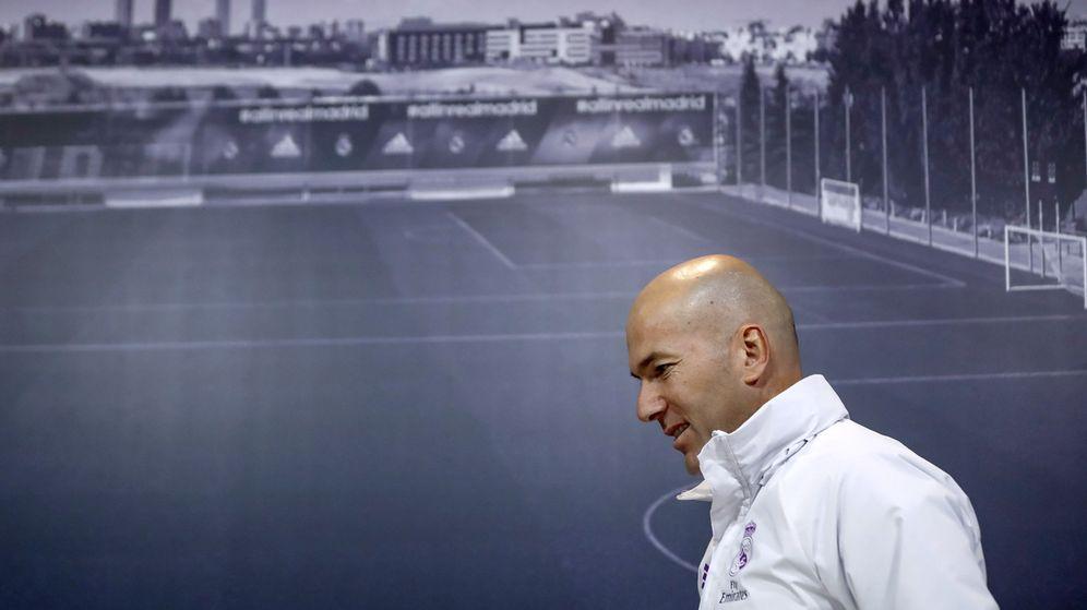 Foto: Zinedine Zidane, antes de una rueda de prensa en Valdebebas.