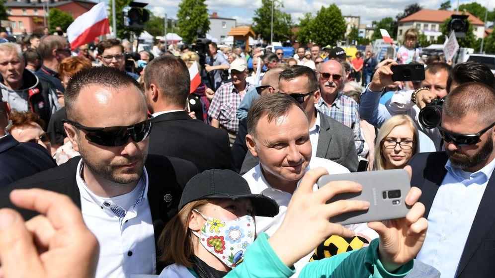Foto: El presidente Andrzej Duda, en un baño de masas el pasado 9 de junio pese al coronavirus. (Reuters)