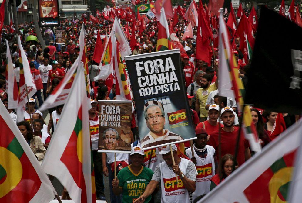 Foto: Manifestantes protestan contra el 'impeachment' a Dilma Rousseff en Sao Paulo, el 16 de diciembre (Reuters).