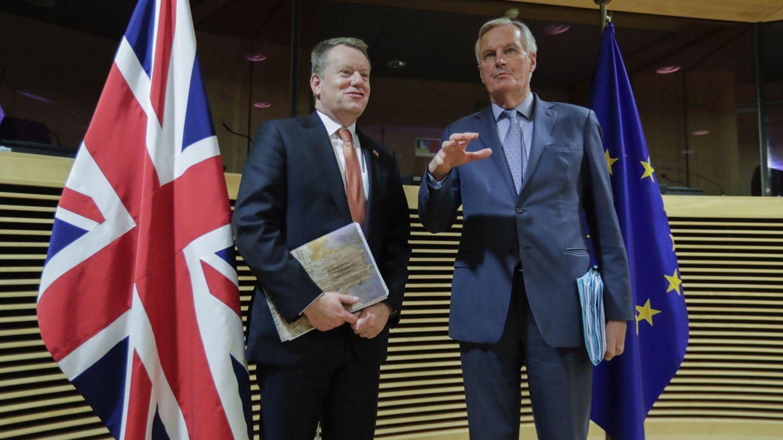 Barnier junto a su homólogo británico, David Frost. (EFE)