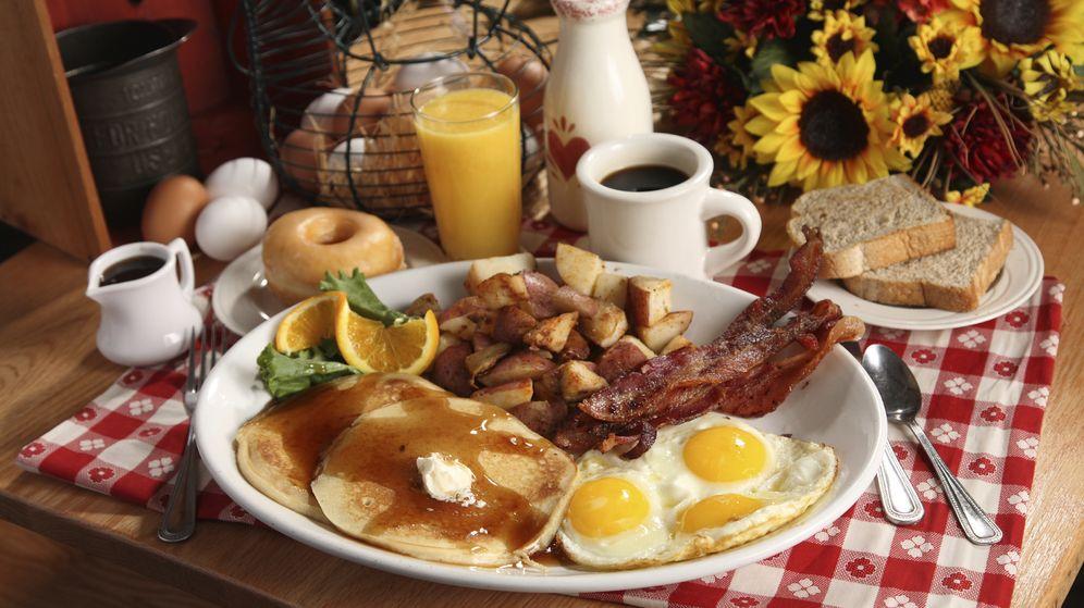 Foto: El desayuno debe ser copioso, pero debemos evitar los careales refinados y el azúcar. (iStock)