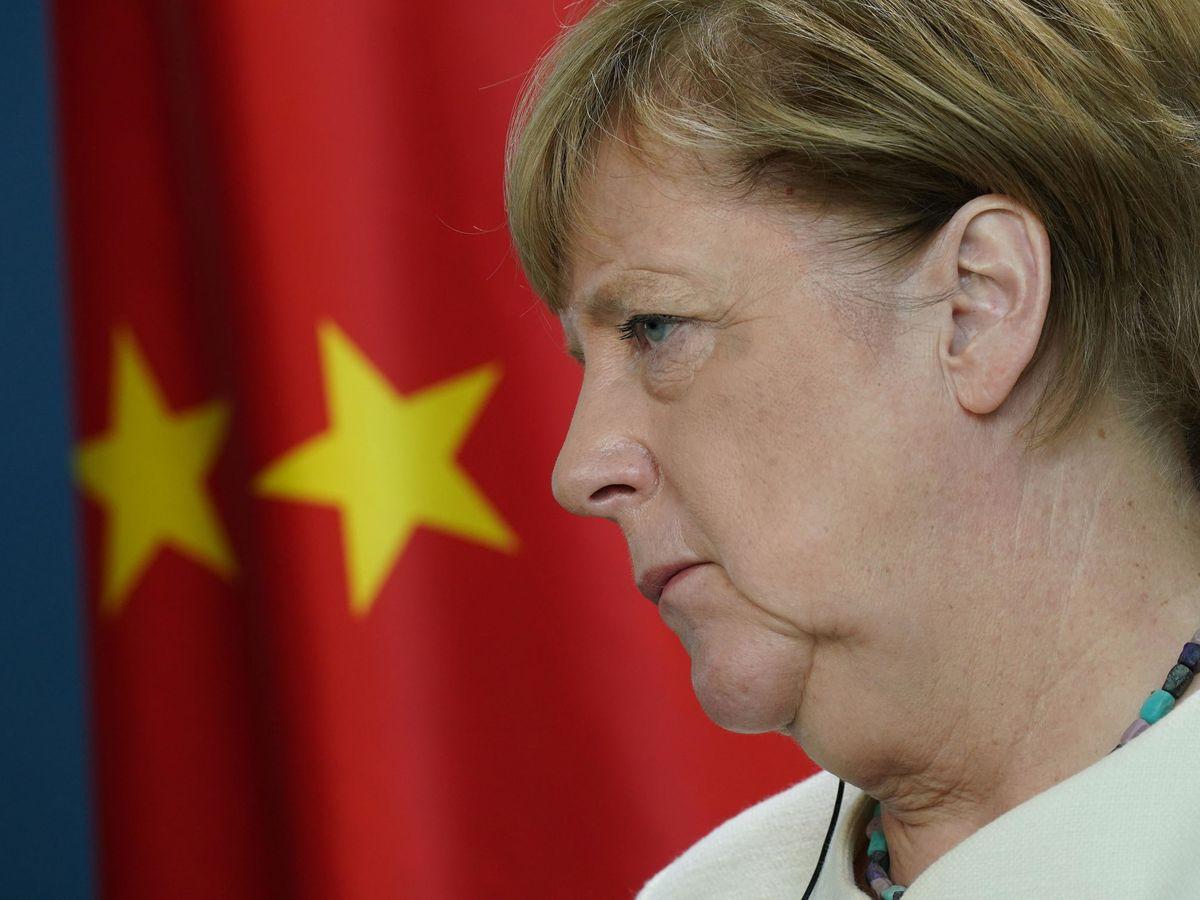 Foto: La canciller alemana, Angela Merkel, durante una conversación telemática con Xi Jinping. (EFE)