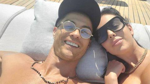 Ronaldo y Georgina celebran su amor con champán, amigos y sin mascarillas