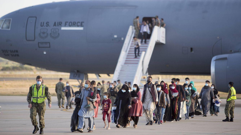 Foto: Llegada de evacuados afganos a Rota. (Fernando Ruso)