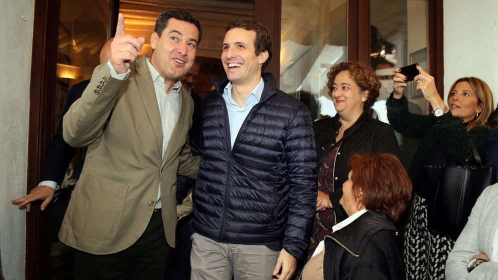 Foto: El presidente del PP, Pablo Casado (d), junto al líder del partido en Andalucía, Juanma Moreno (i). (EFE)