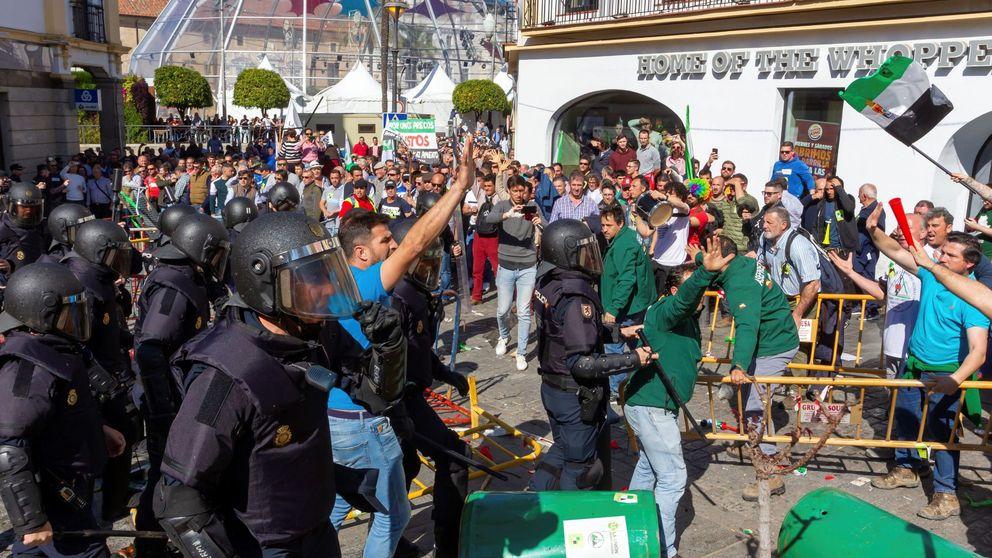 Enfrentamientos entre agricultores y policía en una manifestación en Mérida