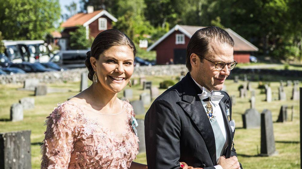 Foto: La princesa Victoria y el príncipe Daniel llegando a la boda. (Cordon Press)