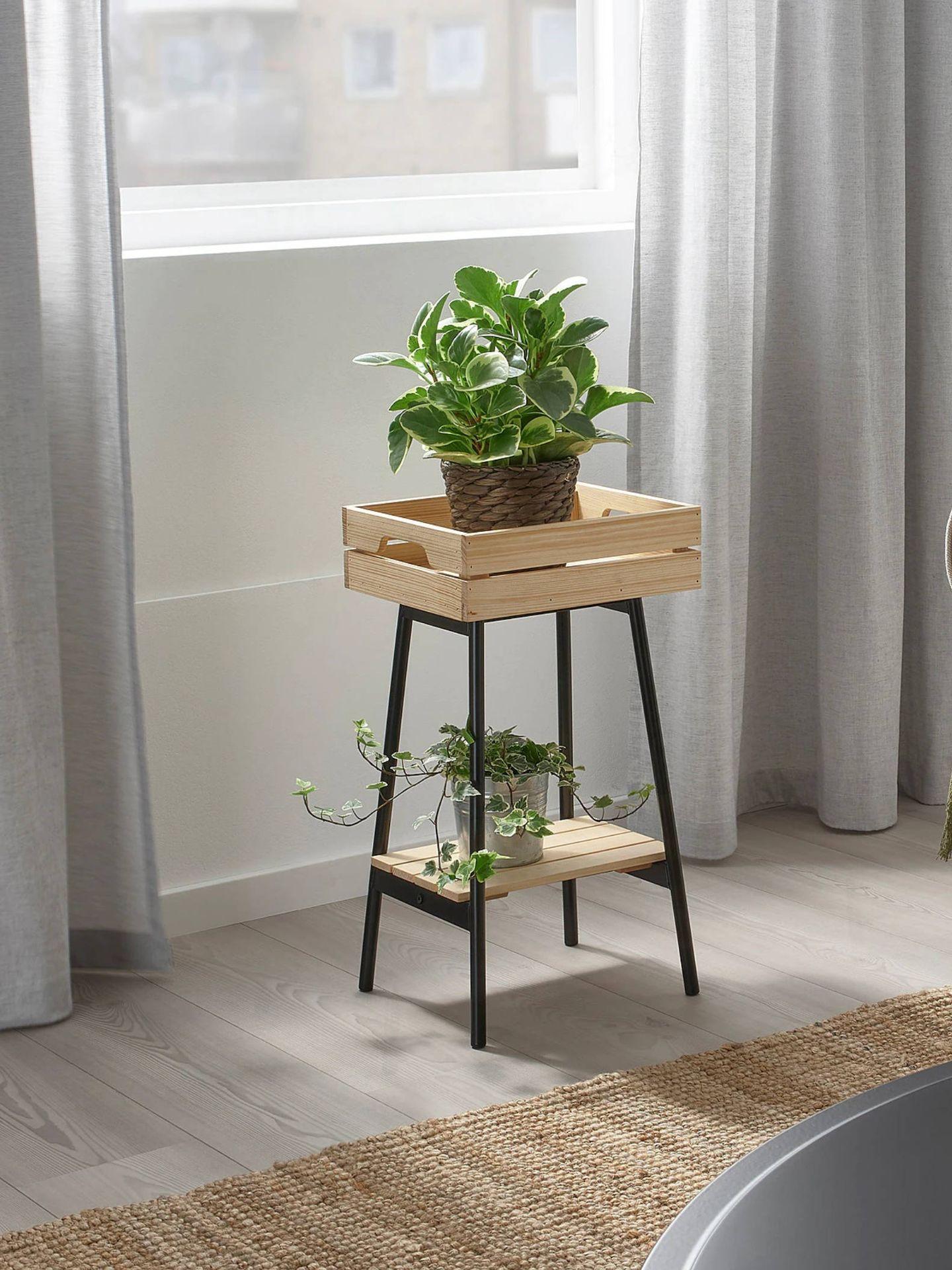 Soporte para macetas para tu jardín urbano de Ikea. (Cortesía)