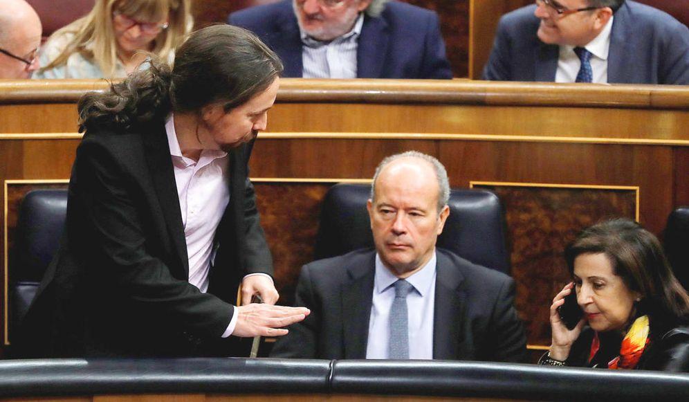 Foto: El vicepresidente segundo, Pablo Iglesias, junto al ministro de Justicia, Juan Carlos Campo, en el Congreso. (EFE)
