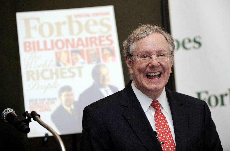 Foto: Steve Forbes presentando su lista de multimillonarios. Pero hay demasiados... (Justin Lane / Efe)