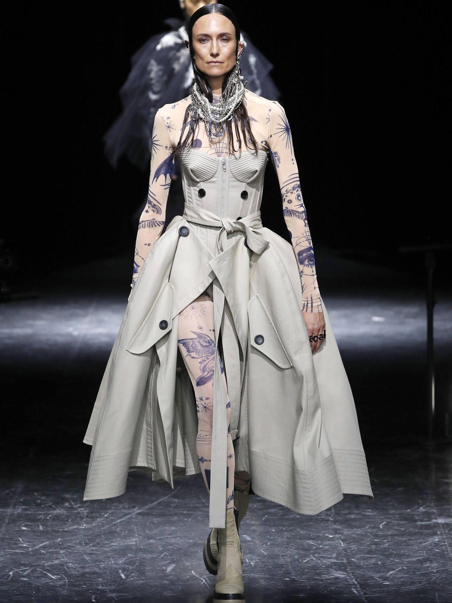 Diseño con el mítico corsé de Jean Paul Gaultier en la Alta Costura de París. (Getty)