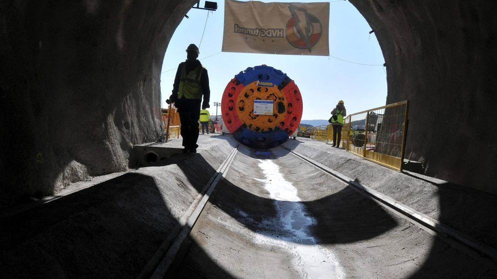 Foto: La tuneladora Alberes, durante las obras del túnel para la interconexión entre España y Francia. (EFE)